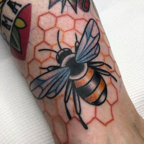 méhecske tetoválás